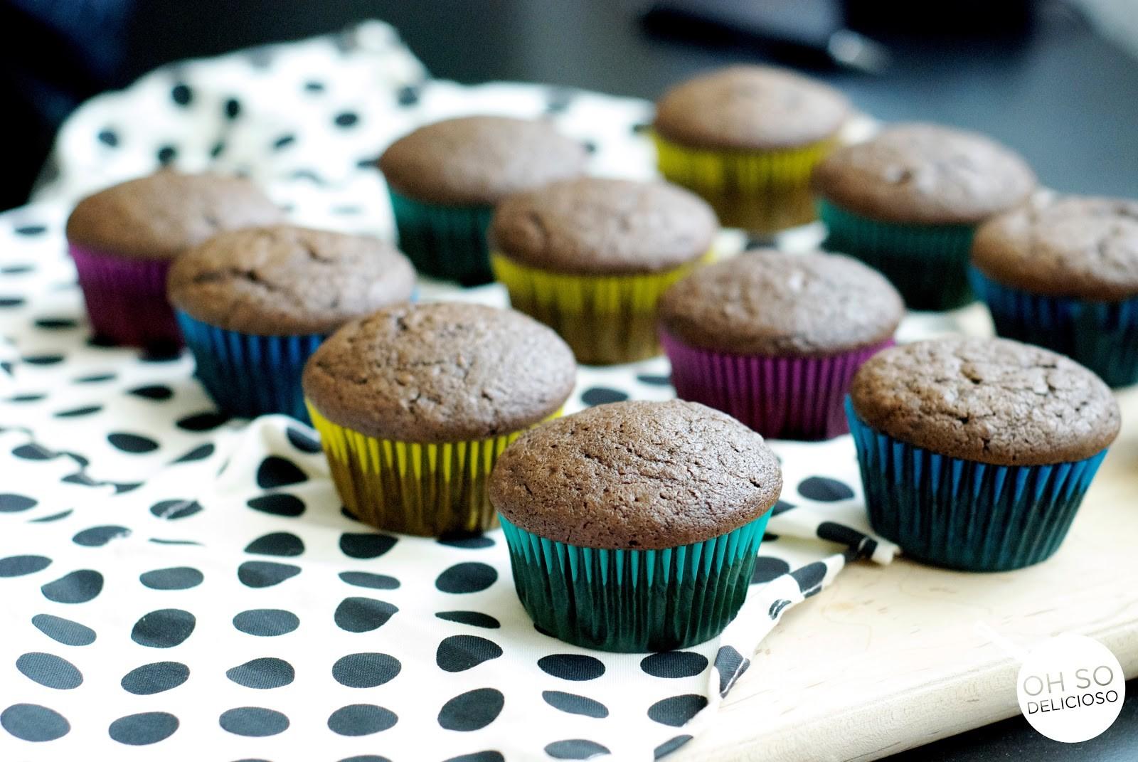 Homemade, no-fail, Chocolate Cupcakes - Oh So Delicioso
